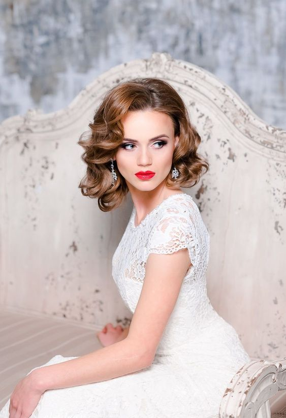glam vintage waves on short hair with a bump on top look very chic and very elegant