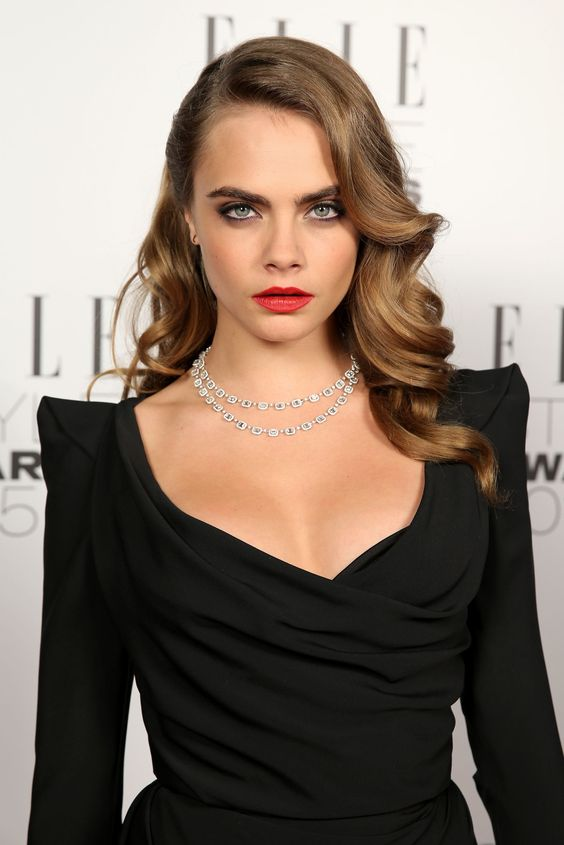 vintage glam waves look very chic and very stylish, they can accent any bridal look