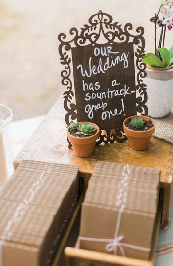 vinyl or discs with your favorite music to let your guests remember about your wedding as long as possible