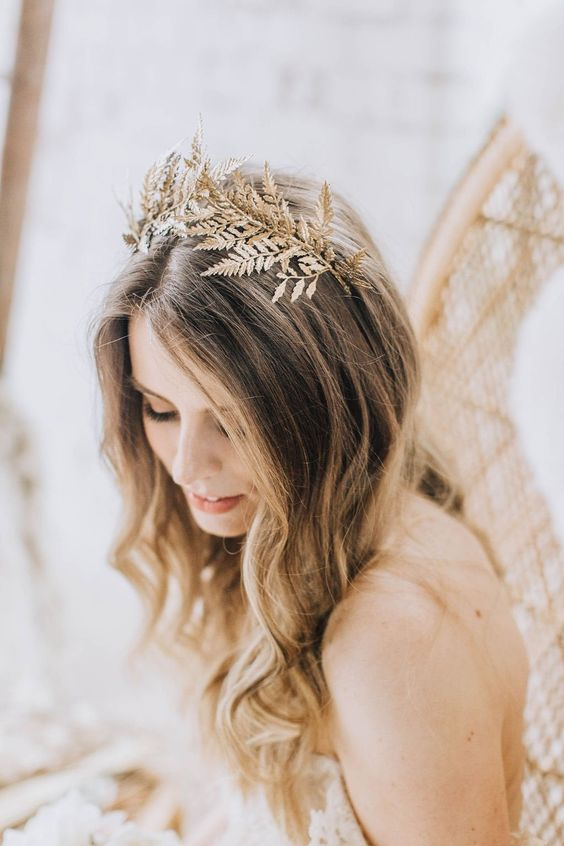 a gold botanical tiara is a beautiful idea not only for a boho bride but also for a nature-loving one