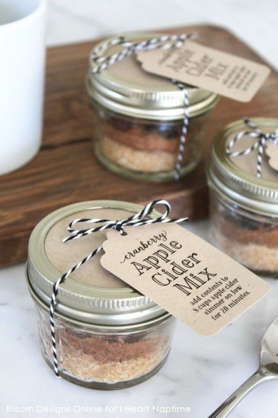 apple cider mix in jars with tags are nice summer or fall wedding favors, get inspired by the aroma
