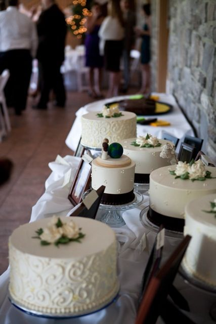 simple glass cake stands with neutral wedding cakes with black ribbons is a stylish idea
