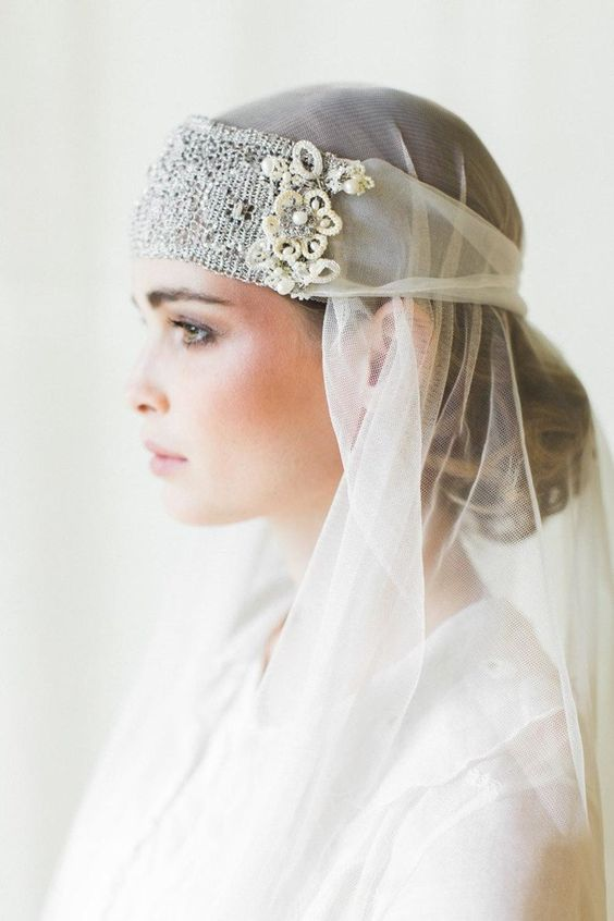 a woven lace art deco headband and a veil will be a nice take on a 20s inspired look