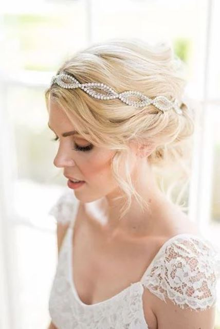 an embellished headband is a lovely and chic idea for an art deco or vintage bride to rock