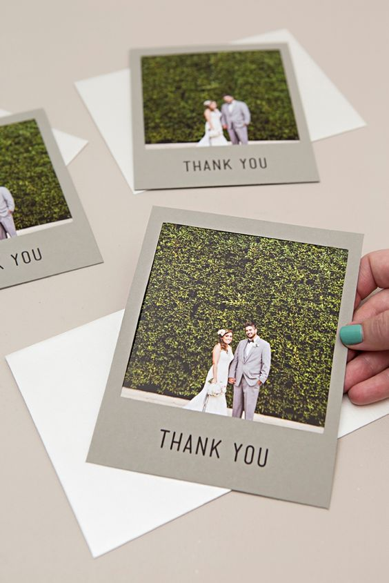 simple and cute wedding Polaroid cards to say thank to your guests for coming