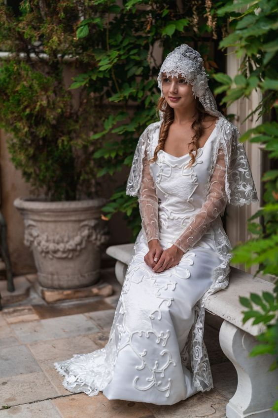 a bridal look inspired by Padme Amidala is a lovely and very romantic idea for true Star Wars fans