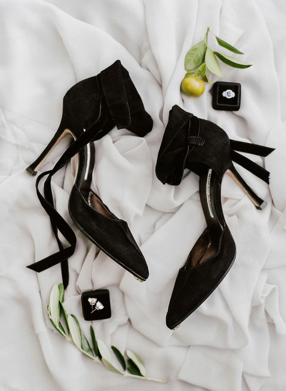 such black velvet Manolo Blahnik heels are ideal to make your Halloween bridal look very chic and elegant