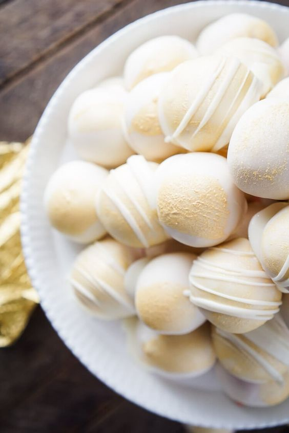 champagne cake balls with glitter are delicious and amazing as NYE wedding sweets