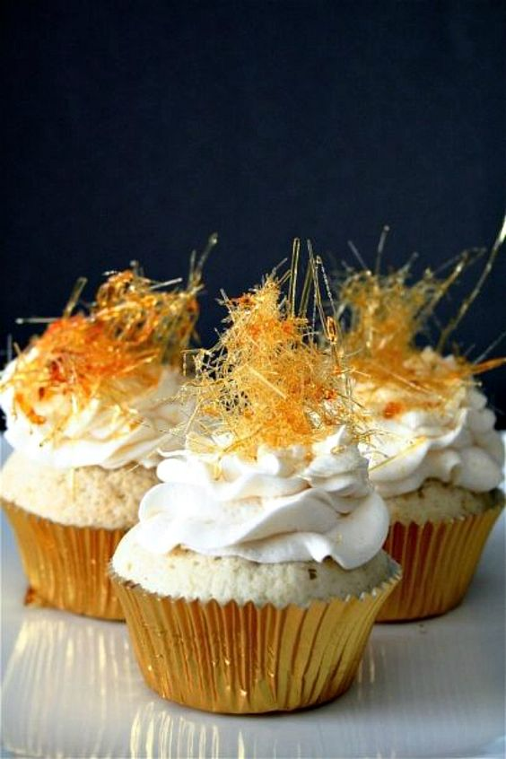 cupcakes with fronting and caramel on top are fun and bold and will perfectly go with bubbly