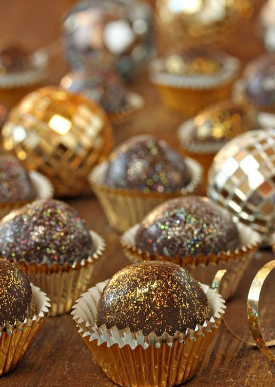 disco truffles are amazing and fun for a NYE wedding and they will bring much glam to the dessert table