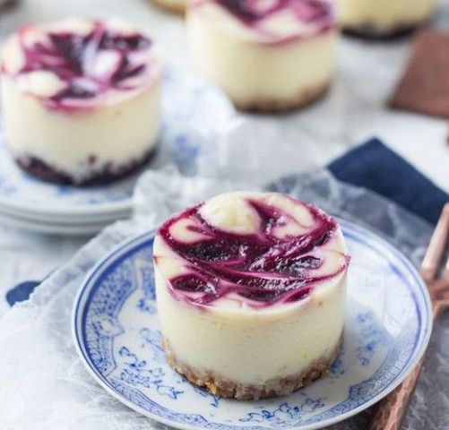 mini blueberry swirl cheesecakes are chic, delicious and catchy looking, they will fit any wedding
