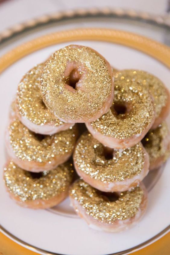 mini donuts with edible glitter are delicious, cute and very popular as a wedding catering trend