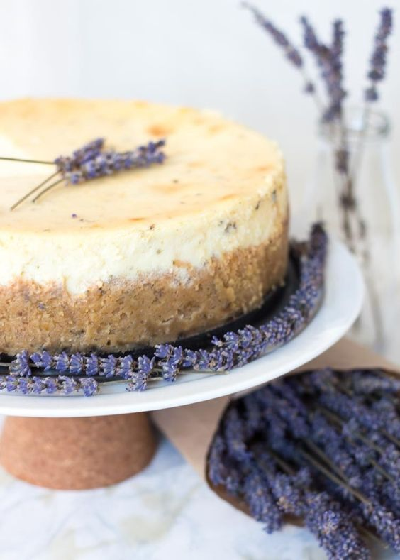 a lavender mascarpone cheesecake is a fantastic idea to refresh your guests in spring or summer