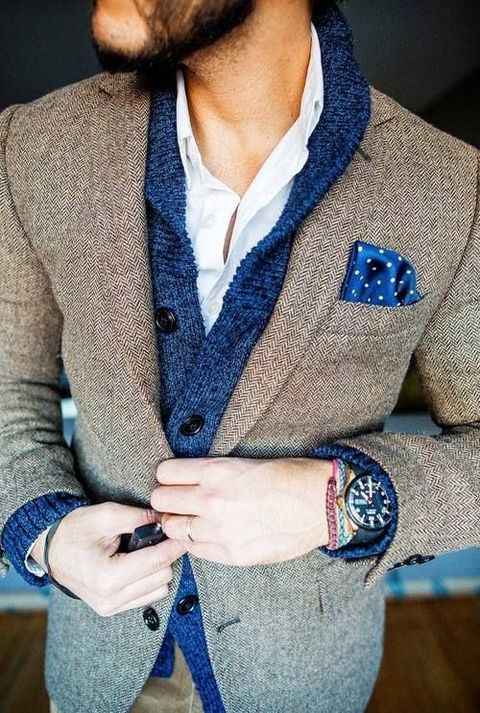 a winter groom's look with a white shirt, a navy cardigan, a tweed suit and a chic watch is very stylish and comfy