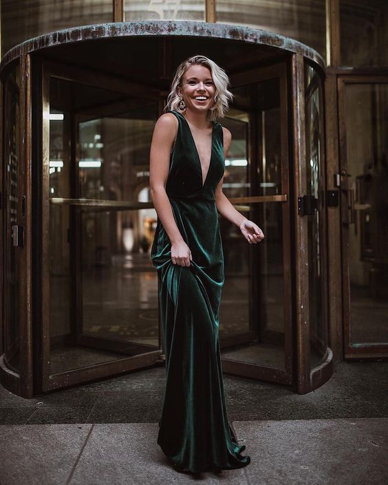 a green velvet maxi dress with no sleeves and a plunging neckline is a refined and chic look that never goes out of style