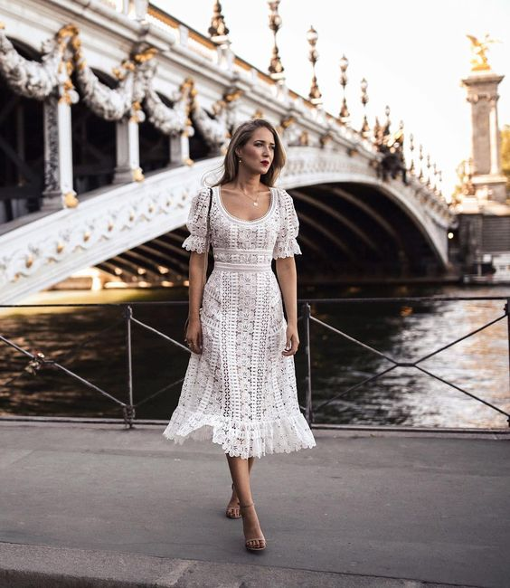a refined A-line lace dress with a scoop neckline and short sleeves is a very romantic and vintage-inspired idea