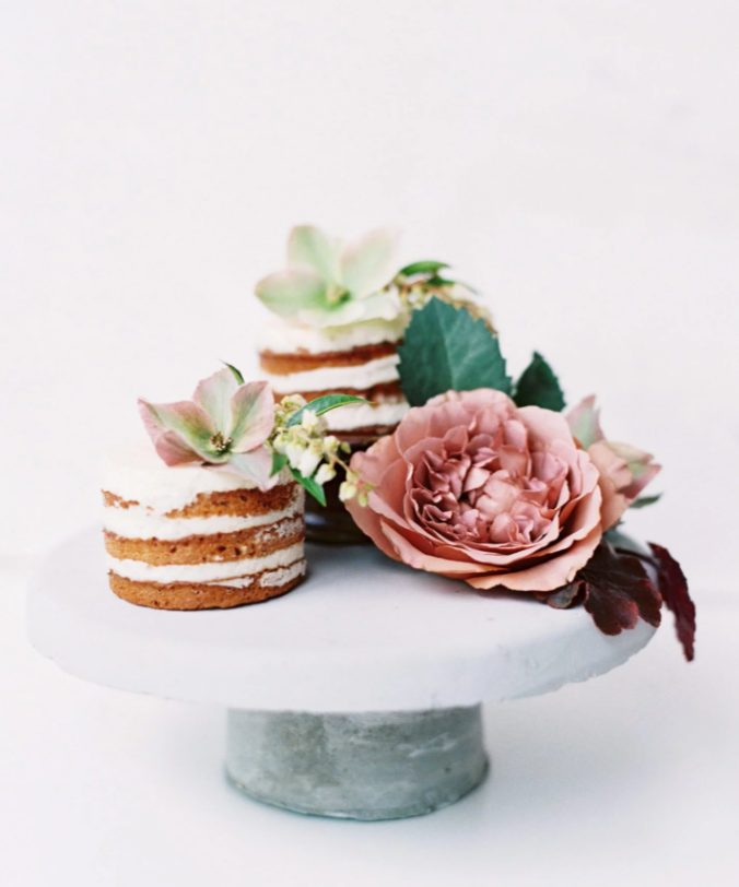 individual naked wedding cakes with fresh leaves and blooms are amazing for a relaxed or boho wedding