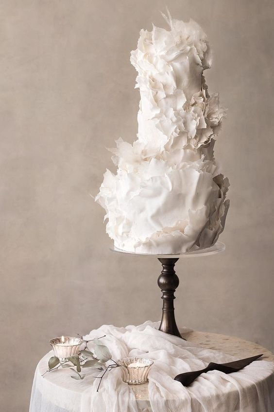 a white sculptural wedding cake with much texture is a beautiful and refined idea to rock