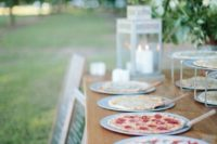 serve pizzas to the guests, they are sure to make many people happy