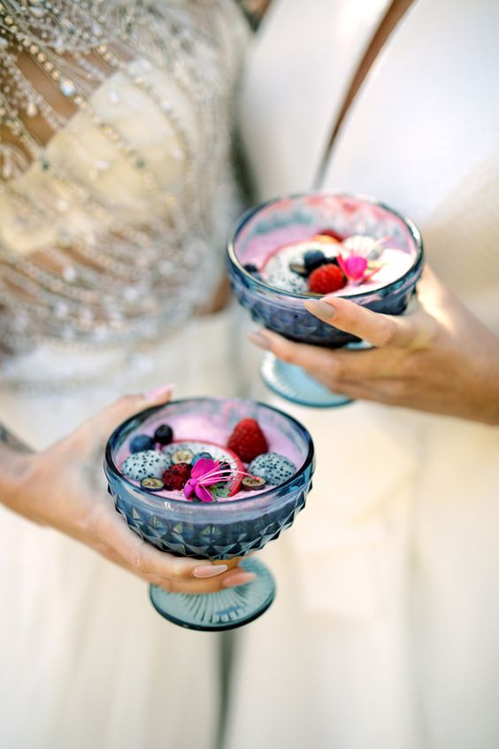 wedding smoothies with dragon fruit and fresh berries are adorable for a brunch wedding and they are very healthy