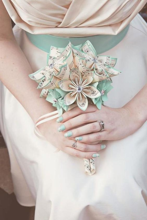 a cute little bouquet made of note paper flowers with beads is a gorgeous idea that can be DIYed
