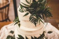 a gorgeous modern woodland wedding cake with lush greenery is a chic and fresh idea