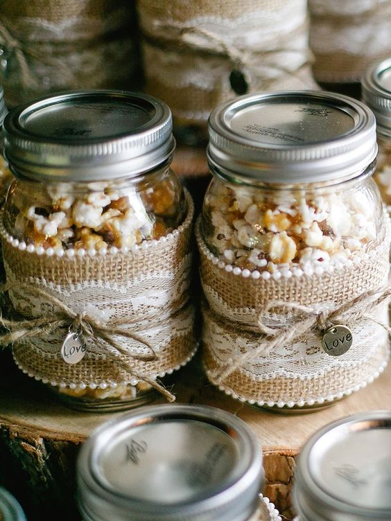 salted, sweet and caramel popcorn in jars with lace and burlap is a cool and budget friendly idea to realize