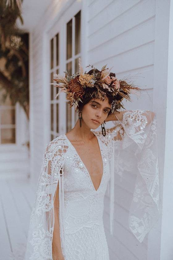 a beautiful dried flower and foliage crown with pampas grass, dried blooms and leaves and lots of twigs is a very cool idea for a boho bride