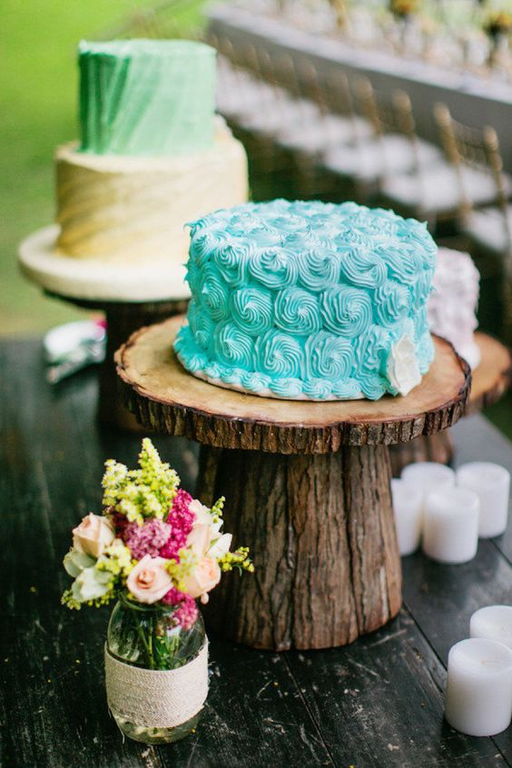 a small tiffany blue shell-inspired wedding cake for a beahc or coastal wedding