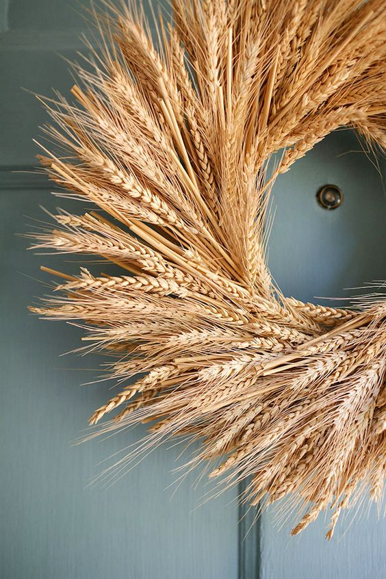 a wheat wreath is a traditional idea for the fall, not only for home decor but also for a fall wedding in rustic style