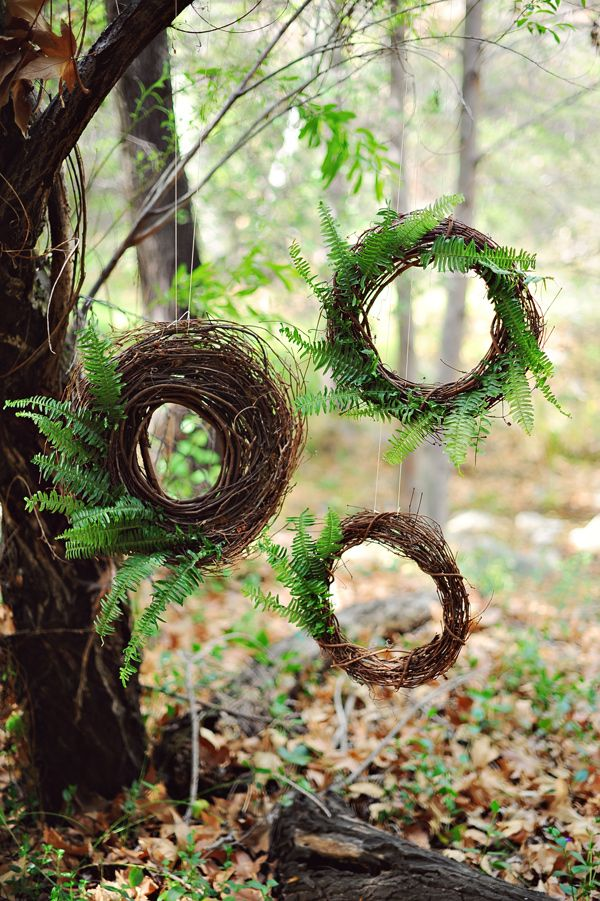 an arrangement of fall wedding wreaths composed of twine and ferns is a great idea for a woodland wedding, not only a fall one
