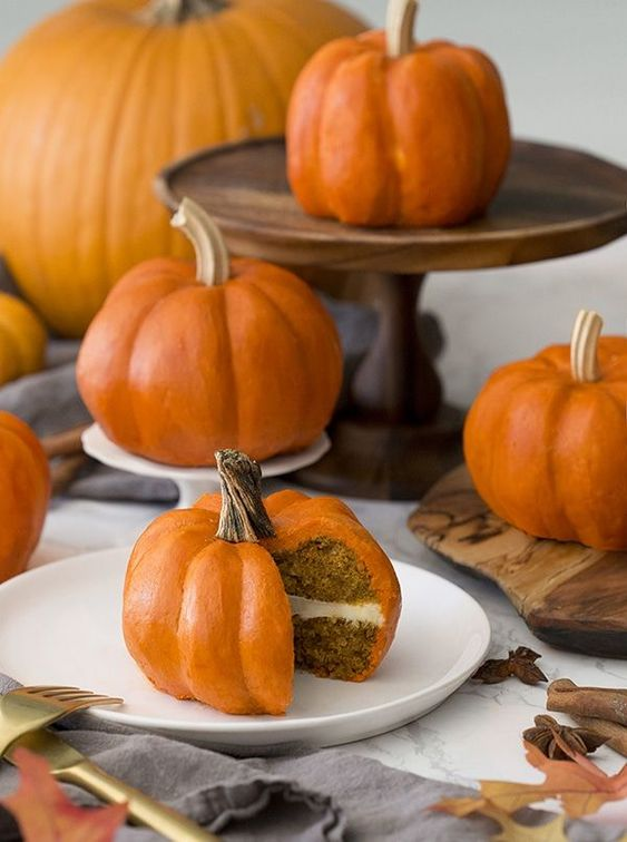 mini pumpkin wedding cakes are a great idea for a couple that prefer individual wedding cakes