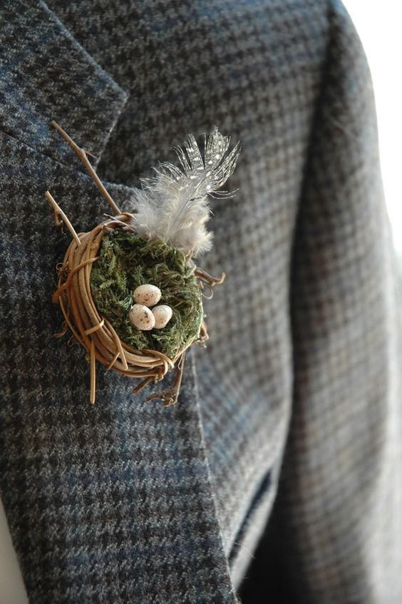 a nest boutonniere wiht a feather and mini eggs is a funny accessory for an Easter wedding