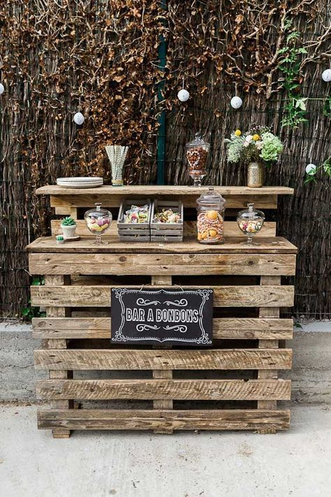 a pallet sweet wedding station stained and with a chalkboard sign is a simple rustic idea