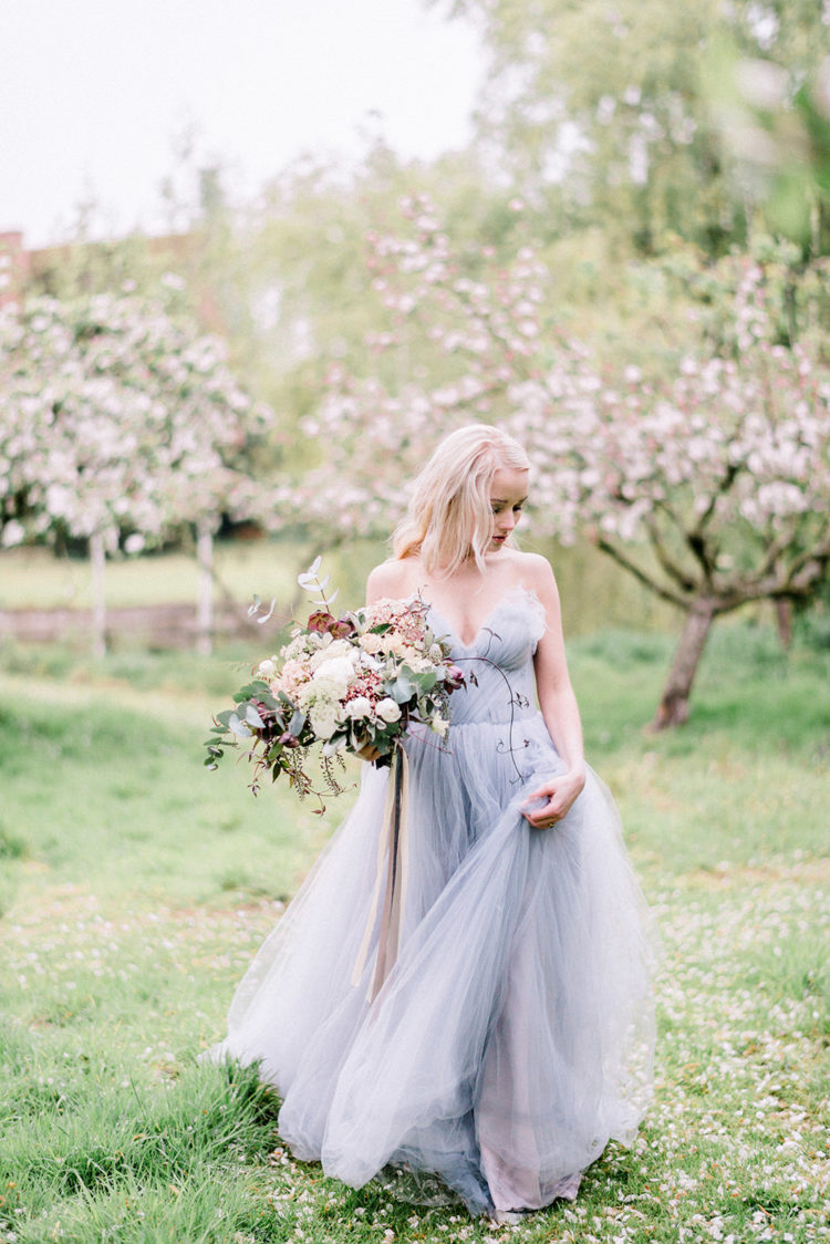 a strapless blue tulel wedding gown is a very romantic and chic idea for every bride