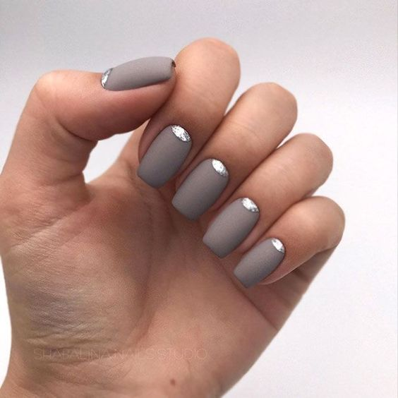 matte grey nails with a silver glitter touch are glam, chic and will fit many fall bridal looks