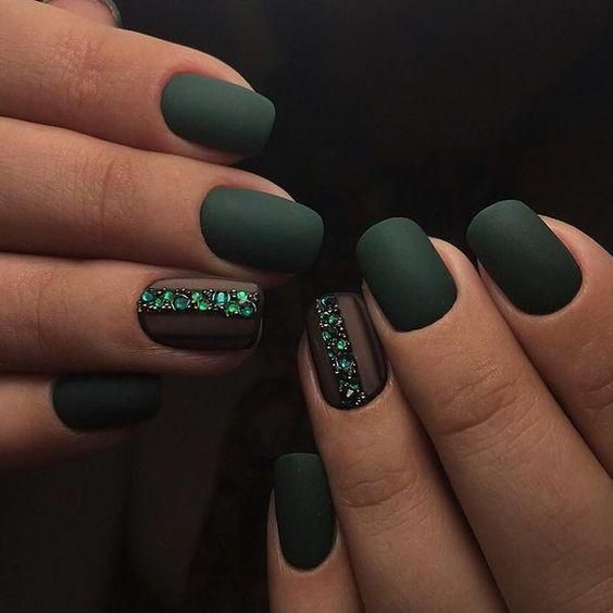 matte hunter green nails and heavily embellished emerald accent nails are amazing for a glam fall bride