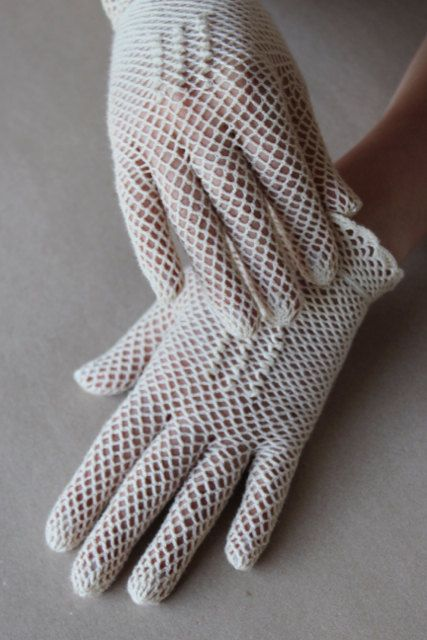 vintage bridal crochet gloves are a great idea for a vintage bride who wants something natural   your hands won't be hot in cotton