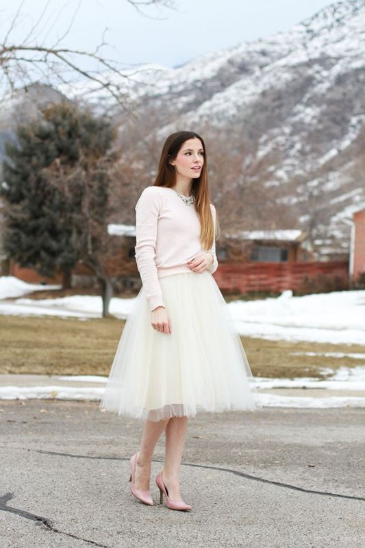 Beautiful And Comfy Winter Bridal Sweater Looks