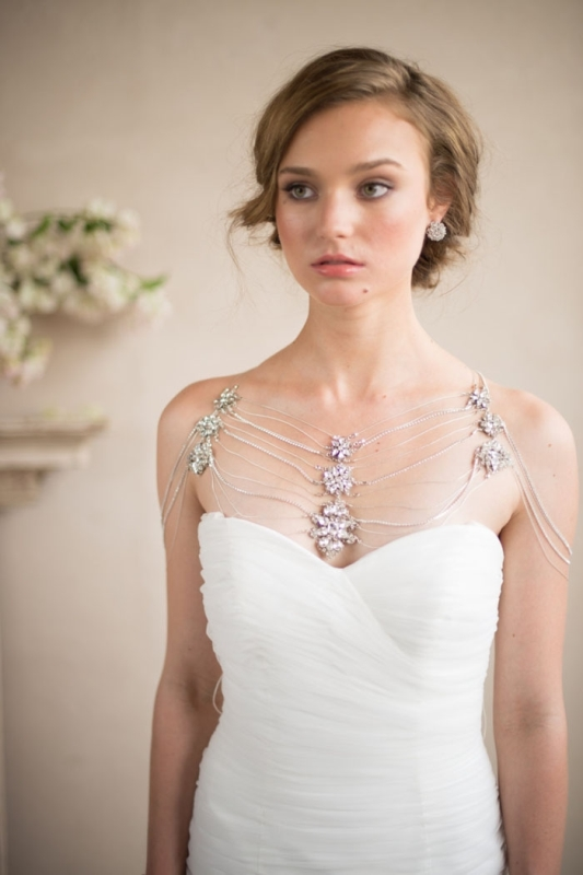 a catchy thread shoulder jewelry piece with statement floral embellishments is a very refined and chic idea