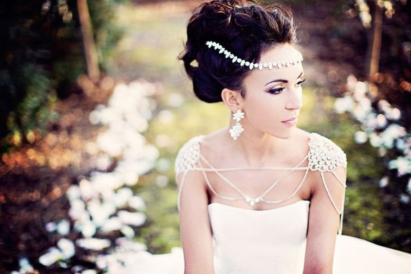 Picture Of eye catching bridal shoulder jewelry pieces  5