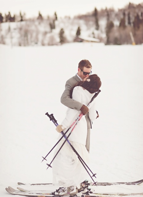 take your wedding portraits on the skis or gliding from a slope and enjoy