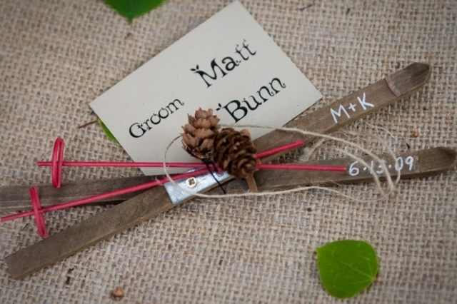 a creative card holder - mini skis and ski poles plus pinecones is a very cool idea for a ski resort wedding