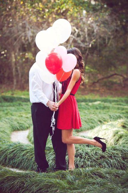 24 Romantic Valentine S Day Engagement Photo Ideas Weddingomania