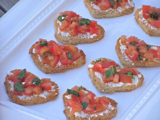 heart-shaped tartlets with cream cheese and tomatoes and herbs are lovely and easy vegetarian appetizers for a Valentine wedding