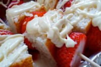 strawberries, vanilla cakes and cream skewers are lovely Valentine wedding appetizers or desserts to enjoy