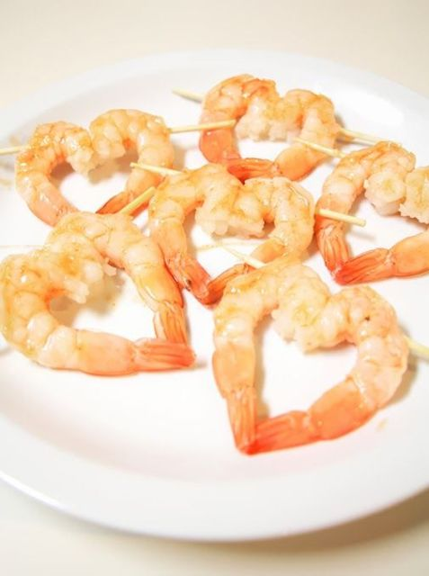 heart-shaped shrimp appetizers are a lovely idea not only for a Valentine's Day wedding but also for many other holidays, too