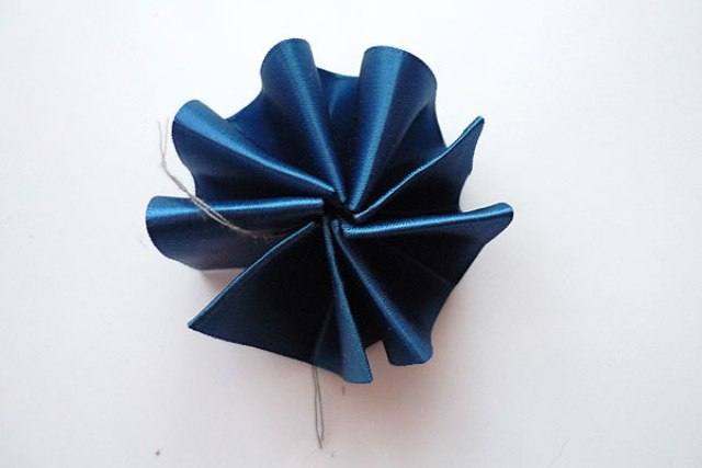 Picture Of Perfect DIY Ribbon Boutonniere For A Groom 7