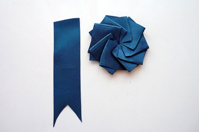 Stylish DIY Ribbon Boutonniere For A Groom