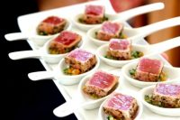 Valentine appetizers of veggies and grilled tuna fish are delicious and very refined, they will fit your wedding